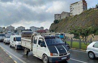 Trabzon'da 10 aracın karıştığı kazada hasar...