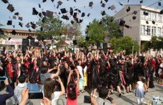 Bafra Atatürk Anadolu Lisesi 210 Mezun Verdi