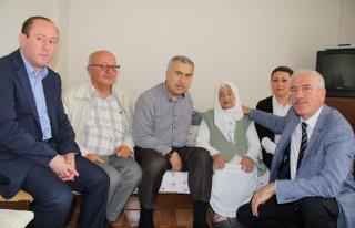 Milletvekili Demir, 107 yaşındaki teyzeyi unutmadı