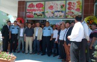 Emekli Polisin Kasap Dükkânın Açılışı Yapıldı...