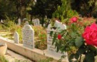 Bafra Asri Mezarlık'ta Bayram Temizliği