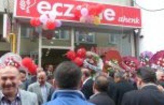 BAFRA'DA 'AHENK ECZANE' HİZMETE AÇILDI