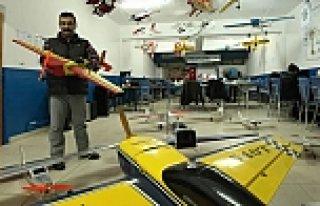 Oğlu İçin Yaptığı Model Uçakları Şimdi Yurt...