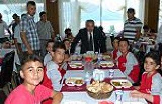 SEVGİYLE UZANAN ELLER YAZ KAMPI KOLAY MAHALLESİNDE...