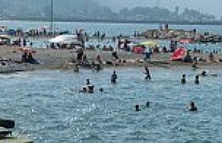 Yakakent Plajı Cıvıl Cıvıl