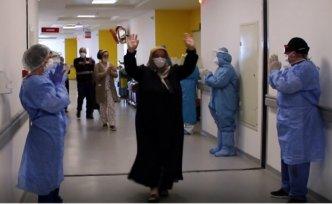 Sinop'ta koronavirüsü yenen 8 kişi alkışlarla tabucu oldu