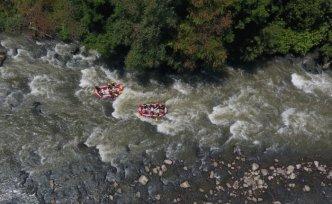 Melen Çayı'nda raftingcilerden sosyal mesafeli horon
