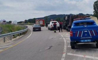 Sinop'ta devrilen kamyonun sürücüsü yaralandı