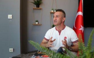 Olimpiyat şampiyonu boksör Busenaz Sürmeneli'nin antrenörü Cahit Süme iddialı: