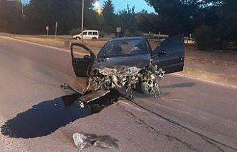 Samsun'da refüje çarpan otomobildeki 4 kişi yaralandı