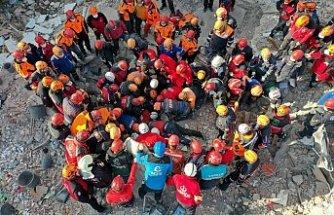 İzmir'deki depremde can kaybı 109'a yükseldi