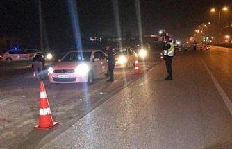 Düzce'de jandarma sokağa çıkma kısıtlaması denetiminde esrar yakaladı