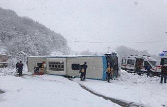 GÜNCELLEME - Zonguldak'ta yolcu otobüsü devrildi: 15 yaralı