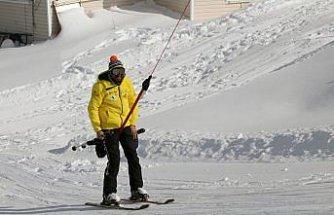Kayakseverler Kartalkaya'da karın tadını çıkarıyor
