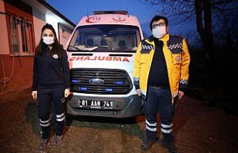 Kovid-19'u yenen acil tıp teknisyeni çift hüznü ve sevinci bir arada yaşadı