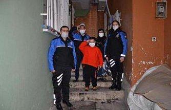 Samsun'da annesi CİMER'e yazan engelli çocuğu çok sevdiği polisler ziyaret etti