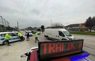 Düzce'de kısıtlama denetiminde araçlarında uyuşturucu bulunan 2 kişi gözaltına alındı