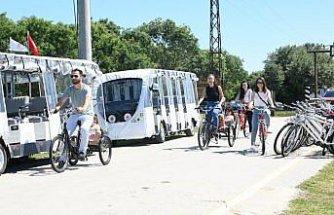 Kızılırmak Deltası Kuş Cenneti'nde ziyaretçiler elektrikli araçlarla çevre dostu gezinti yaptı