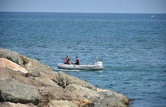 """Samsun'da """"boğulma"""" ihbarı yapılan kişi zıpkınla balık avlarken denizden çıktı"""