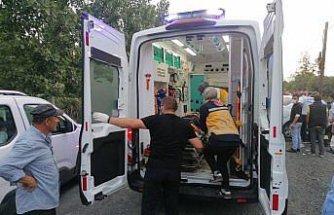 Samsun'da otomobilin aydınlatma direğine çarptığı trafik kazasında 3 kişi yaralandı
