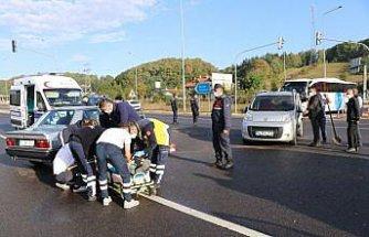Bolu'da hafif ticari araç ile otomobil çarpıştı: 1 yaralı