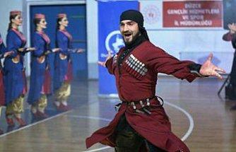 Dans topluluğu Kabardinka Düzce'de Kafkas rüzgarı estirdi