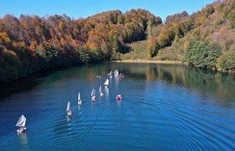 Ordu'daki Ulugöl Tabiat Parkı'nda yelken ve kano antrenmanı yapıldı