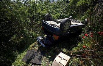 Düzce'de dere yatağına devrilen otomobilin sürücüsü yaralandı