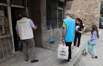 Yusufeli Belediyesinden ilçe sakinlerine iftarlık hediye paketi