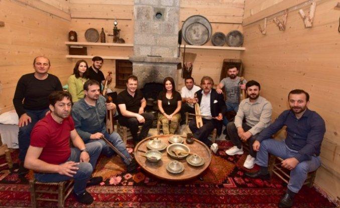 Karadenizli sanatçıların, Uzungöl'deki müzenin tanıtımı için seslendirdikleri türküye klip çekildi