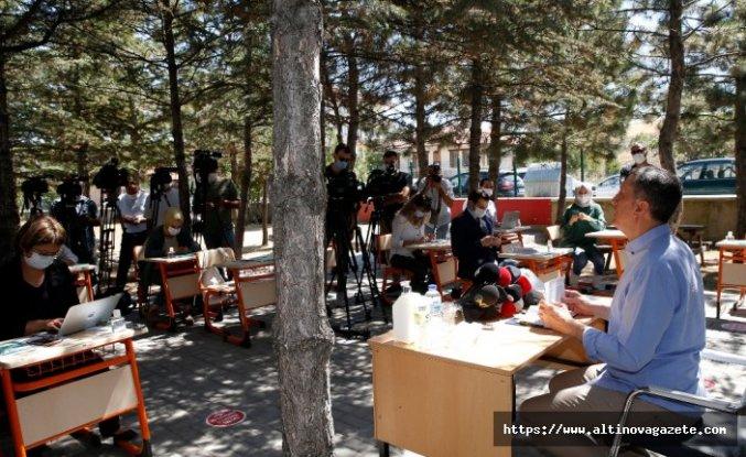 Milli Eğitim Bakanı Selçuk: Riskin olmadığı kademelerde okulları açacağız