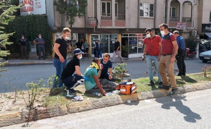 Gümüşhacıköy'de motosiklet yayaya çarptı: 2 yaralı