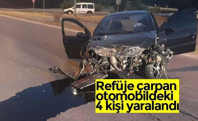 Refüje çarpan otomobildeki 4 kişi yaralandı