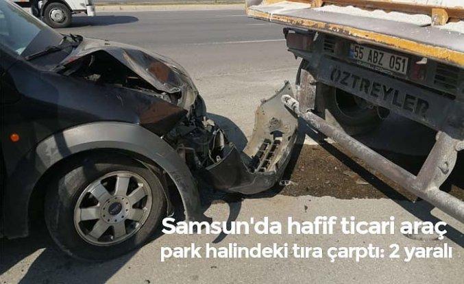 Samsun'da hafif ticari araç park halindeki tıra çarptı: 2 yaralı