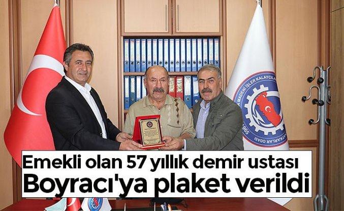Emekli olan 57 yıllık demir ustası Boyracı'ya plaket verildi