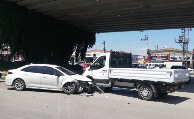 Samsun'da kamyonet ile otomobil çarpıştı: 2 yaralı