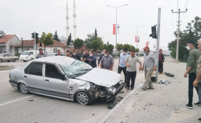 Vezirköprü'de iki otomobil çarpıştı: 1 yaralı