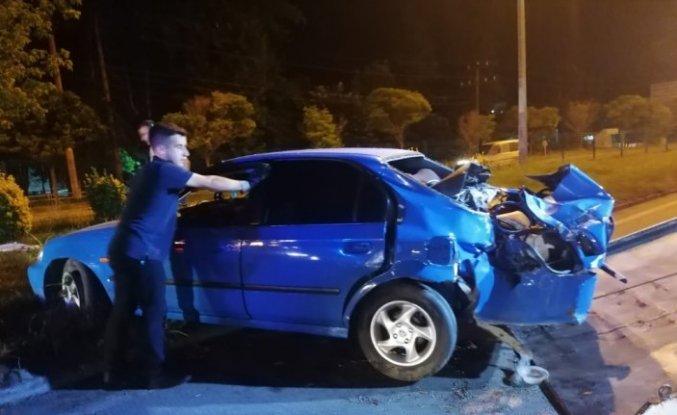 Samsun'da ağaca çarpan otomobilin sürücüsü yaralandı