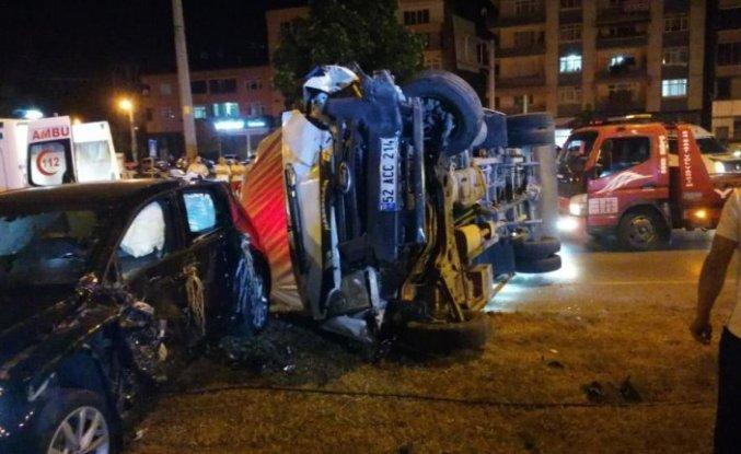 Samsun'da düğünlerinden dönerken kaza yapan çift yaralandı