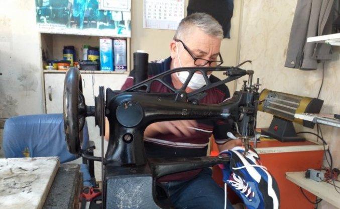 Ayakkabı imalatı ve tamirciliği mesleğini 43 yıldır ayakta tutmaya çalışıyor