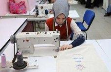 Rizeli kadınlar çevre için bez çanta dikiyor