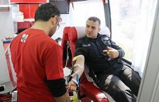 Emniyet personelinden Kızılay'a kan bağışı