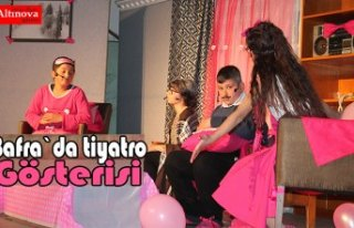Bafra`da öğrencilerden tiyatro gösterisi