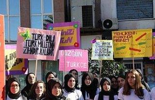 Öğrenciler Türkçe'nin doğru kullanımına dikkat...