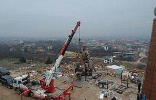 Dev Köroğlu heykelinin montajına başlandı