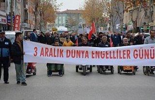 Zile'de engelliler için yürüyüş yapıldı