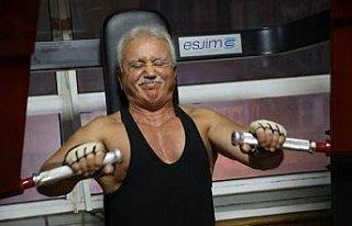 70 yaşında vücut geliştirme sporu yapıyor