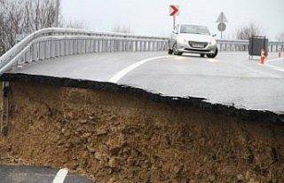 Düzce'de heyelan nedeniyle yol trafiğe kapatıldı