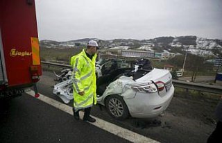 Düzce'de zincirleme trafik kazası : 1 ölü, 1 yaralı