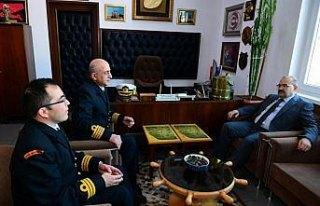 Vali Ustaoğlu'ndan Trabzon Deniz Komutanlığı'na...